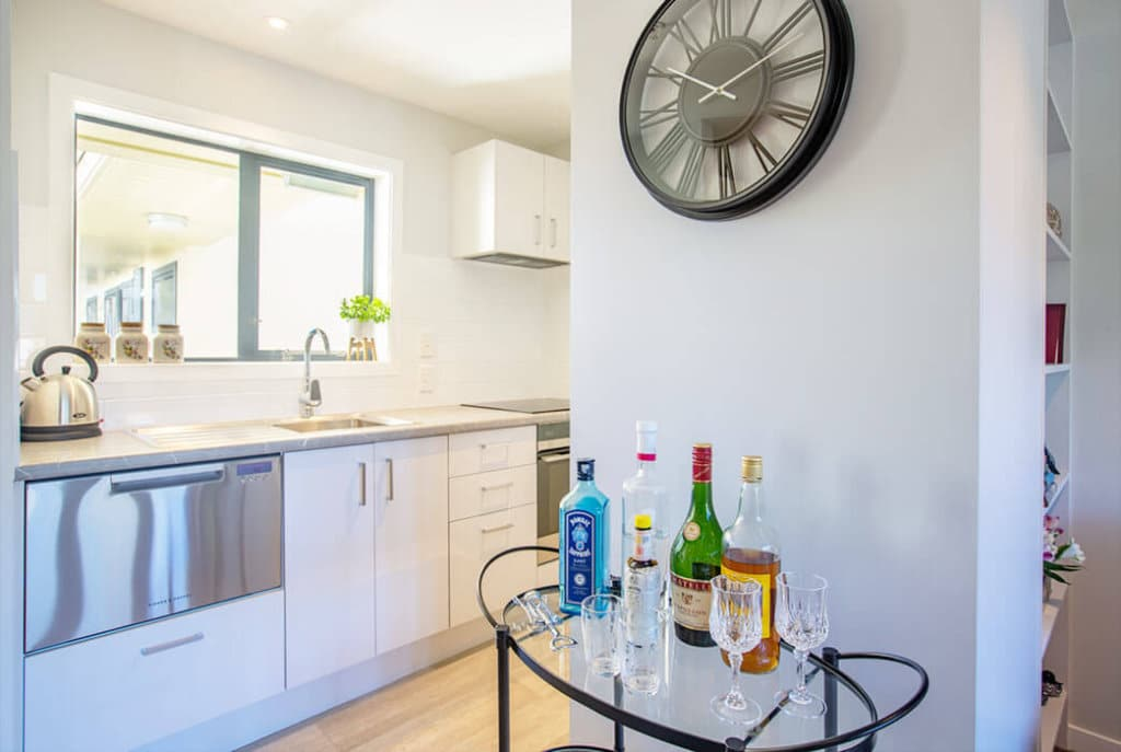 Generous sized modern kitchen with stainless appliances in the one bedroom Huntleigh Apartments.